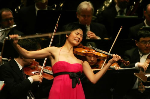 Jennifer Koh performing the Brahms Violin Concerto with New Jersey Symphony
